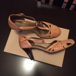 Naturalizer Groovey Sand Dune T-strap Heels